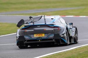 Джейк Деннис, R-Motorsport, Aston Martin Vantage AMR (поврежденное заднее антикрыло)
