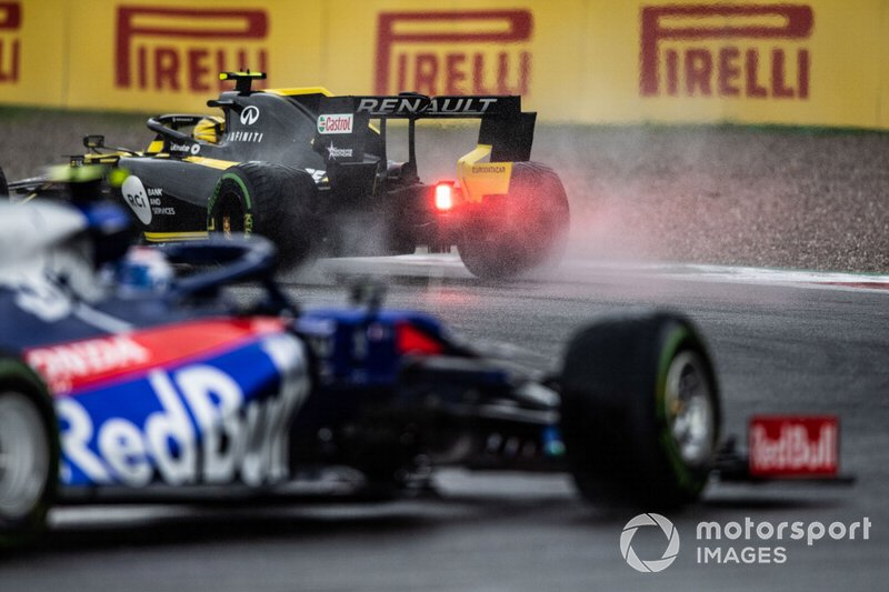 Nico Hulkenberg, Renault F1 Team R.S. 19, precede Pierre Gasly, Toro Rosso STR14