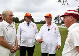 Partido de Cricket The Toss, Derek Bell Richard Attwood Captains