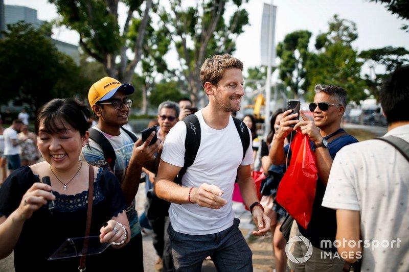 Romain Grosjean, Haas F1 Team avec des fans