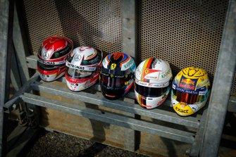 Helmen line-up