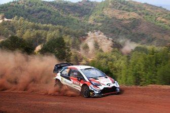 Jari-Matti Latvala, Miikka Anttila, Toyota Gazoo Racing WRT Toyota Yaris WRC with a puncture
