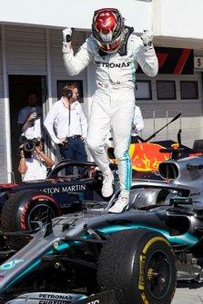 Ganador Lewis Hamilton, Mercedes AMG F1 celebra en Parc Ferme
