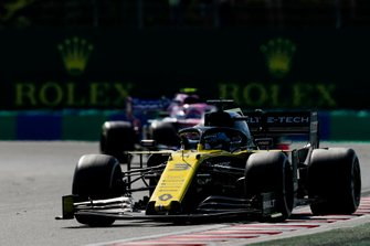 Daniel Ricciardo, Renault F1 Team R.S.19, leads Lance Stroll, Racing Point RP19