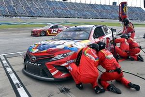 Kyle Busch, Joe Gibbs Racing, Toyota Camry Skittles Red, White & Blue