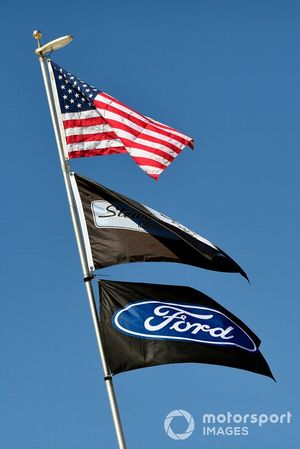 Bayraklar: USA, Stewart-Haas Racing, Ford