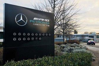 Mercedes AMG F1 Brackley, letrero de fábrica en la entrada
