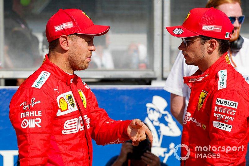 Sebastian Vettel, Ferrari, y el ganador de la pole Charles Leclerc, Ferrari