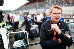 2 veces campeón del mundo Mika Hakkinen en la parrilla