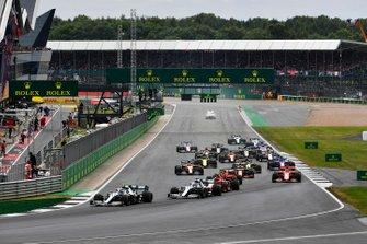 Valtteri Bottas, Mercedes AMG W10 leads at the start