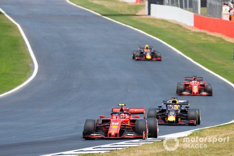 Charles Leclerc, Ferrari SF90, Max Verstappen, Red Bull Racing RB15, Sebastian Vettel, Ferrari SF90, y Pierre Gasly, Red Bull Racing RB15