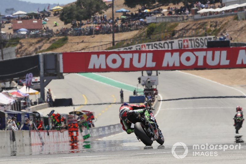 Toprak Razgatlioglu, Turkish Puccetti Racing chases Jonathan Rea, Kawasaki Racing Team, Chaz Davies, Aruba.it Racing-Ducati Team