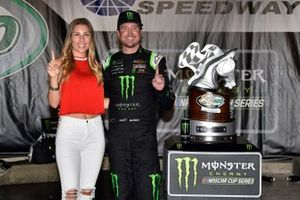 1. Kurt Busch, Chip Ganassi Racing, mit Ehefrau Ashley