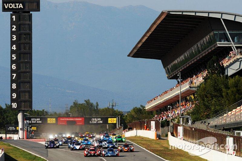 #37 Oreca 07 - Gibson / COOL RACING / Nicolas Lapierre / Antonin Borga / Alexandre Coigny, leads at the start