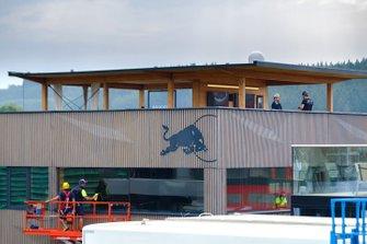 Dettaglio della terrazza della hospitality Red Bull Racing