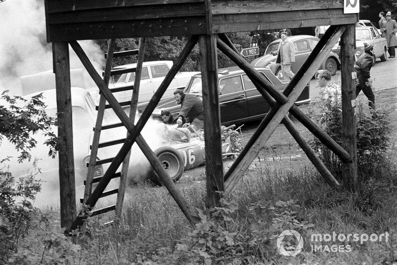 Тем временем на седьмом круге в пренеприятную аварию попал Брайан Редман
