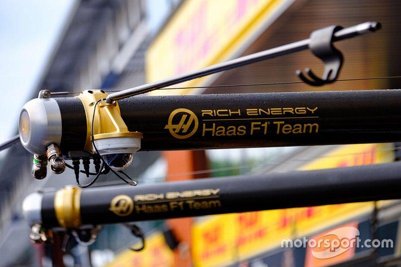 Detalle del Haas F1 Team en el pitlane