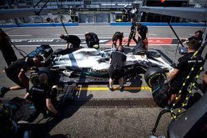 Valtteri Bottas, Mercedes AMG W10 pit stop