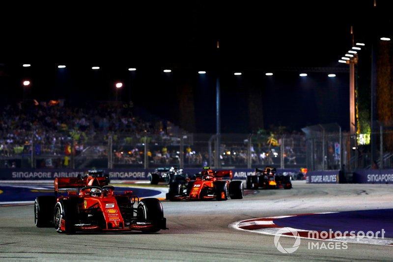 Sebastian Vettel, Ferrari SF90 davanti a Charles Leclerc, Ferrari SF90