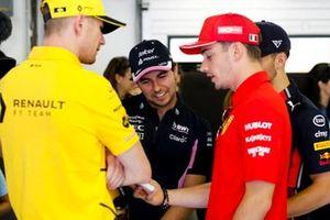 Nico Hulkenberg, Renault F1 Team, Sergio Perez, Racing Point, Pierre Gasly, Red Bull Racing e Charles Leclerc, Ferrari prima della parata dei piloti