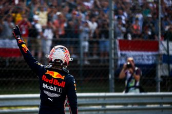 Max Verstappen, Red Bull Racing, viert zijn eerste pole-position
