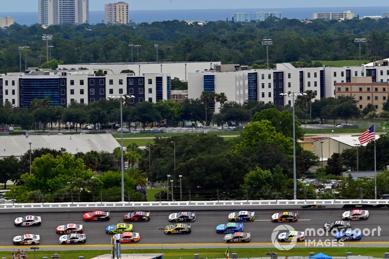 Daniel Hemric, Richard Childress Racing, Chevrolet Camaro Cessna and Denny Hamlin, Joe Gibbs Racing, Toyota Camry FedEx Office