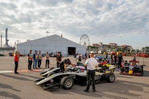 Christian Lundgaard, ART Grand Prix, Max Fewtrell, ART Grand Prix y Liam Lawson, MP Motorsport