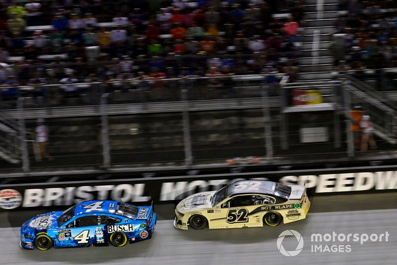 Kevin Harvick, Stewart-Haas Racing, Ford Mustang Busch Beer and Bayley Currey, Rick Ware Racing, Chevrolet Camaro Belmont Classic Cars