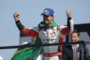 Lucas Di Grassi, Audi Sport ABT Schaeffler, primo classificato, festeggia