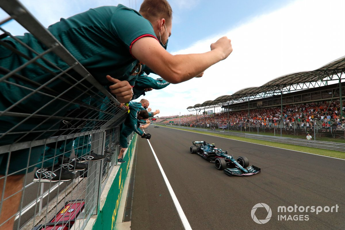 Sebastian Vettel, Aston Martin AMR21, 2nd position, is cheered over the line by his team