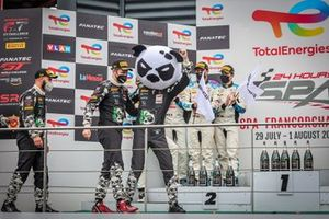 Podium Silver cup: #90 Madpanda Motorsport Mercedes-AMG GT3: Ricardo Sanchez, Ezequiel Perez Companc, Patrick Kujala, Rik Breukers