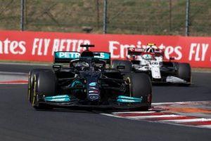 Lewis Hamilton, Mercedes W12, Antonio Giovinazzi, Alfa Romeo Racing C41