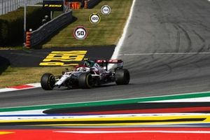 Антонио Джовинацци, Alfa Romeo Racing C41, с повреждениями после столкновения на первом круге