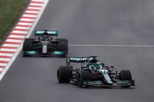 Lance Stroll, Aston Martin AMR21, Lewis Hamilton, Mercedes W12