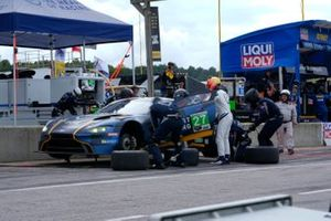 #27: Heart of Racing Team Aston Martin Vantage GT3, GTD: Ian James, Alex Riberas pit stop