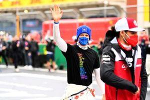 Mick Schumacher, Haas F1, zwaait vanaf de grid
