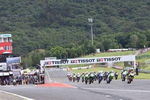 Victor Steeman, Freudenberg KTM WorldSSP Team , y Tom Booth-Amos, Fusport - Rt Motorsports by SKM Kawasaki sale del pit line