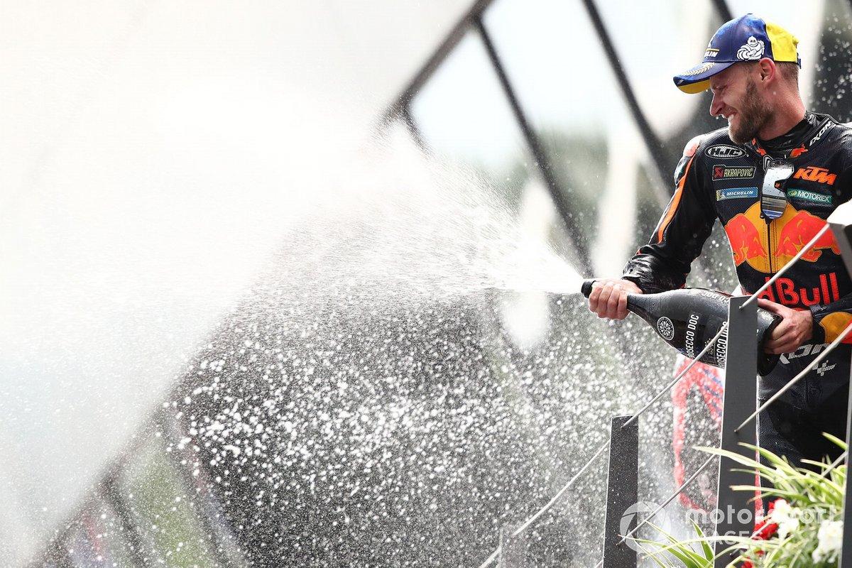 Podio: ganador Brad Binder, Red Bull KTM Factory Racing