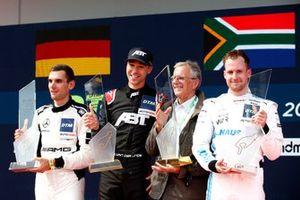 Podium : Le vainqueur Kelvin van der Linde, Abt Sportsline, le deuxième Luca Stolz, Toksport WRT, le troisième Philip Ellis, Mercedes AMG Team Winward