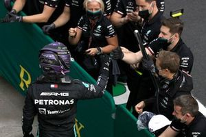 Lewis Hamilton, Mercedes, celebrates with his team in Parc Ferme