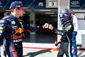 Pole man Lewis Hamilton, Mercedes, e Max Verstappen, Red Bull Racing