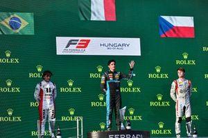 Enzo Fittipaldi, Charouz Racing System, Race Winner Matteo Nannini, HWA Racelab and Roman Stanek, Hitech Grand Prix on the podium