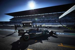 Lewis Hamilton, Mercedes F1 W11, sort de son garage
