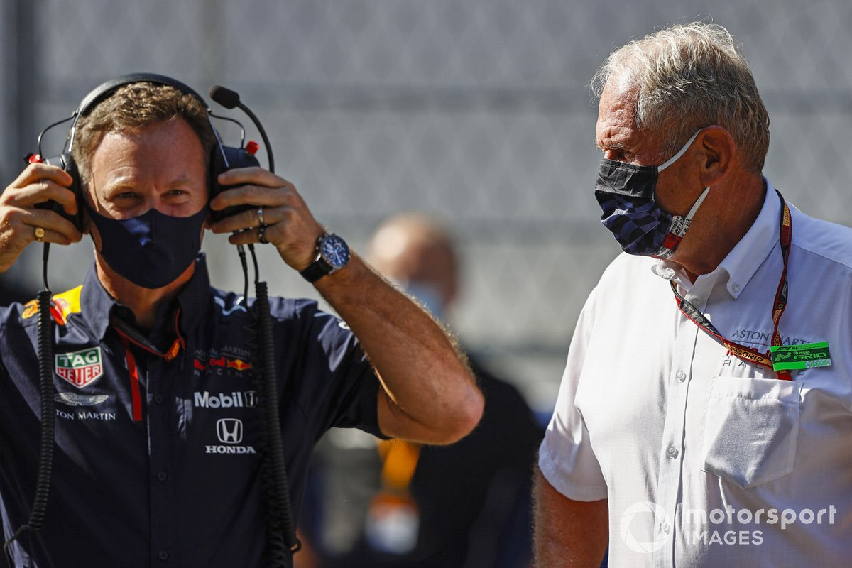 Christian Horner, director del equipo, Red Bull Racing, y Helmut Marko, consultor de Red Bull Racing, en la parrilla.