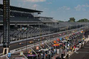 Scott Dixon, Chip Ganassi Racing Honda leads the field