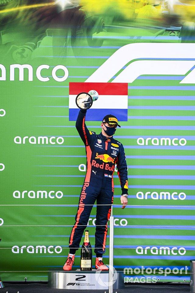 Podio: el segundo lugar Max Verstappen, Red Bull Racing