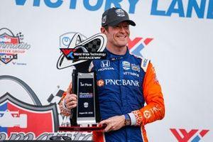 Scott Dixon, Chip Ganassi Racing Honda in victory lane
