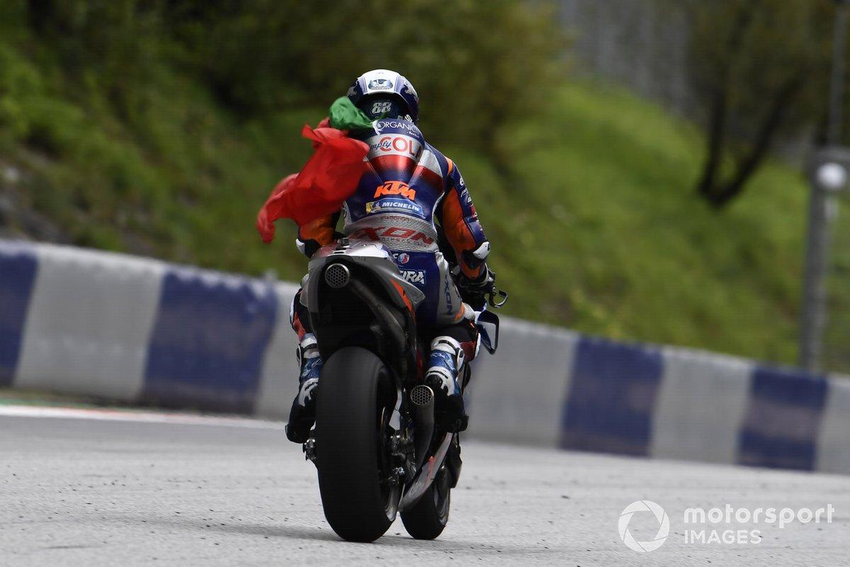 Ganador de la carrera Miguel Oliveira, Red Bull KTM Tech 3