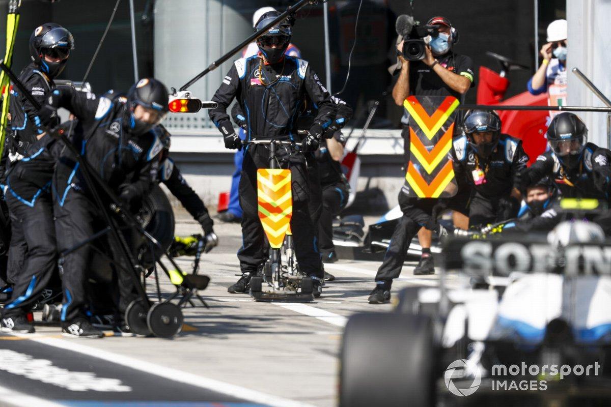Nicholas Latifi, Williams FW43, pit stop