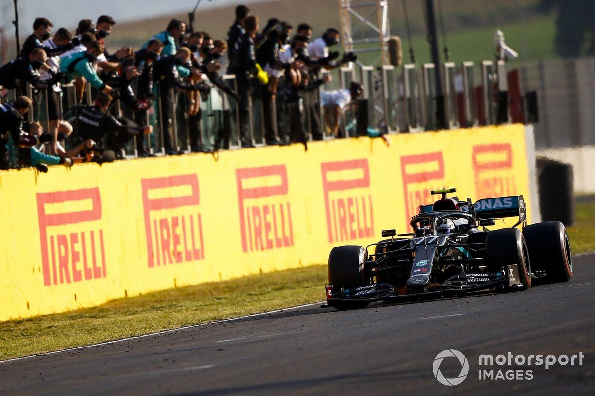 Segundo lugar Valtteri Bottas, Mercedes F1 W11 cruza la meta